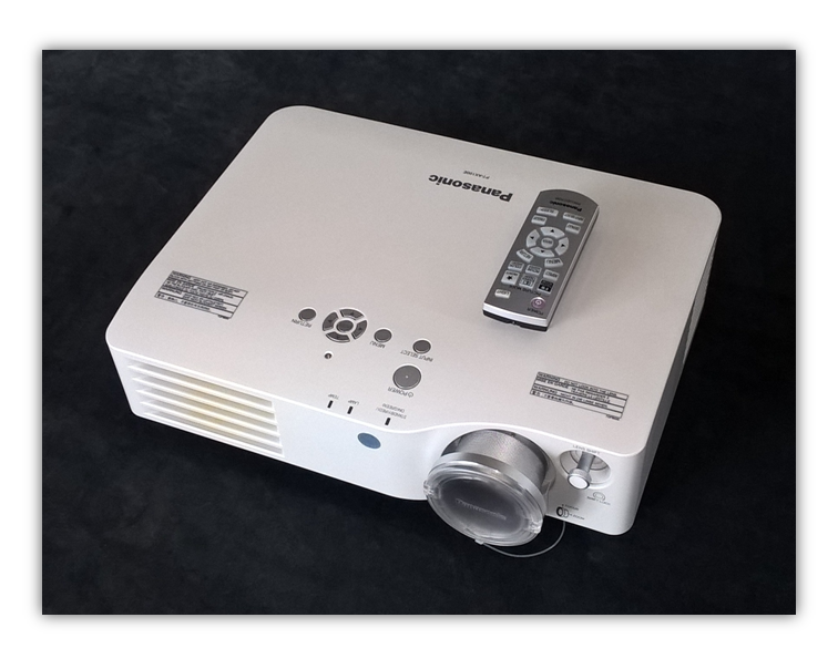 Beamer Panasonic PT-AX100E